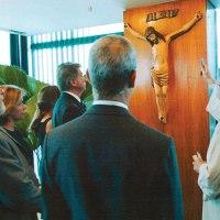Revista Época em 2011: O crucifixo é do Lula