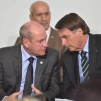 Ala militar se vê traída e discute se segue com Bolsonaro