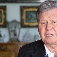 Prefeito de Manaus chora, pede ajuda e diz que Bolsonaro tem de ser presidente de verdade e respeitar coveiros